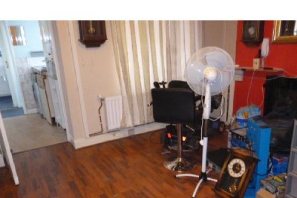 house-clearance-before-and-after-cardiff-pentwyn-094-640x4804772AB7A-0B7D-4CC4-B251-35F16FE86B49.jpg