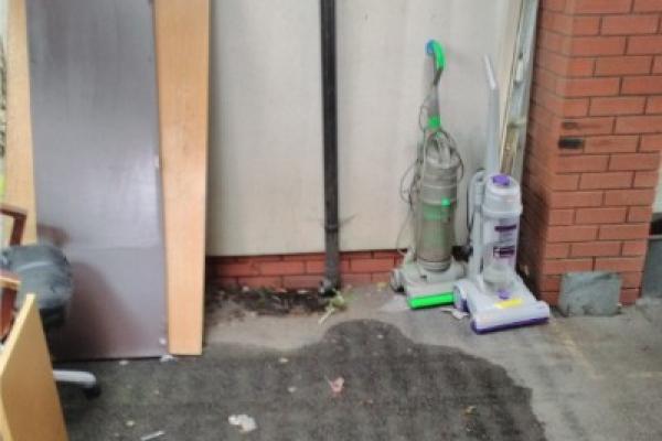 waste-clearance-llanrumney-3A29CD143-EF50-872B-F45F-4532F9F66731.jpg