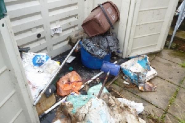 porthcawl-waste-clearance-53D8B06532-3B4A-1658-4765-5D78CF0586D0.jpg